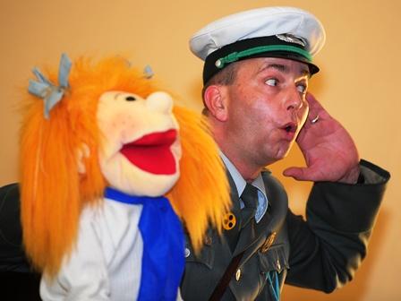 DDR Comedy - Volkspolizist und Jungpionier