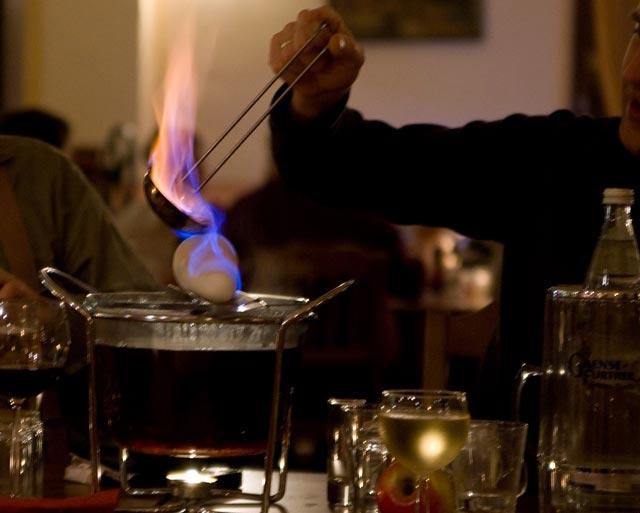 Zubereitung Feuerzangenbowle